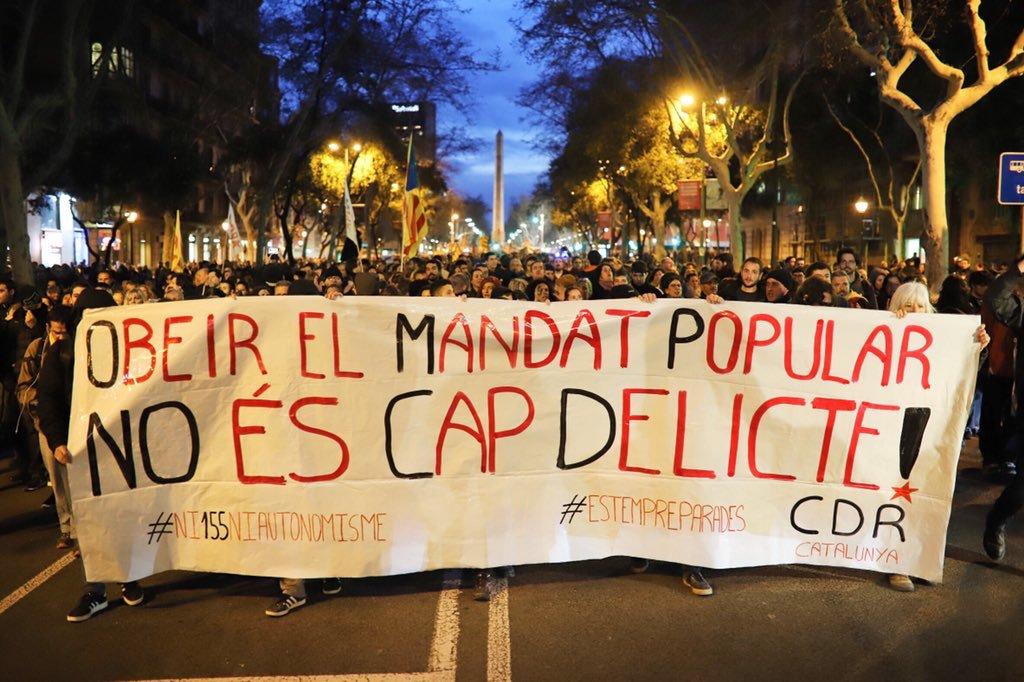 Prou criminalització als CDR! Llibertat als presos polítics! L'única violència és la del Règim del 78