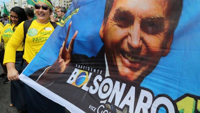 """Bolsonaro diu que traurà a les Forces Armades al carrer perquè """"Brasil està en guerra"""""""