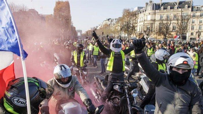 Multitudinàries protestes a França contra l'augment del combustible