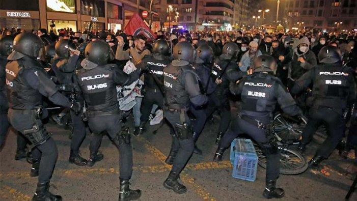Escalada repressiva: presos polítics, rapers i exiliats. Sort que Unidas Podemos va arribar al Govern!