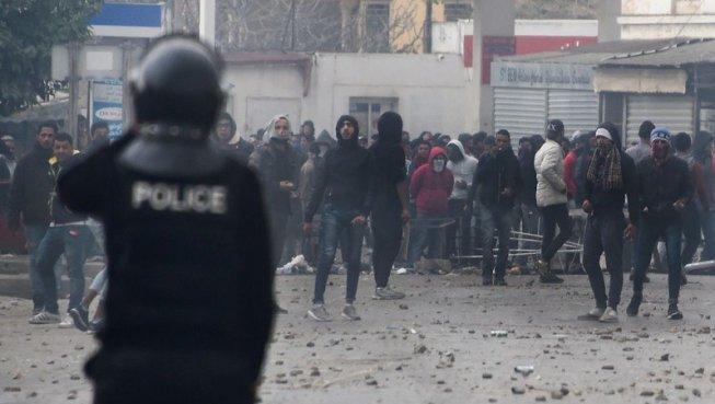 Tunísia: segona nit d'ira contra les polítiques d'austeritat